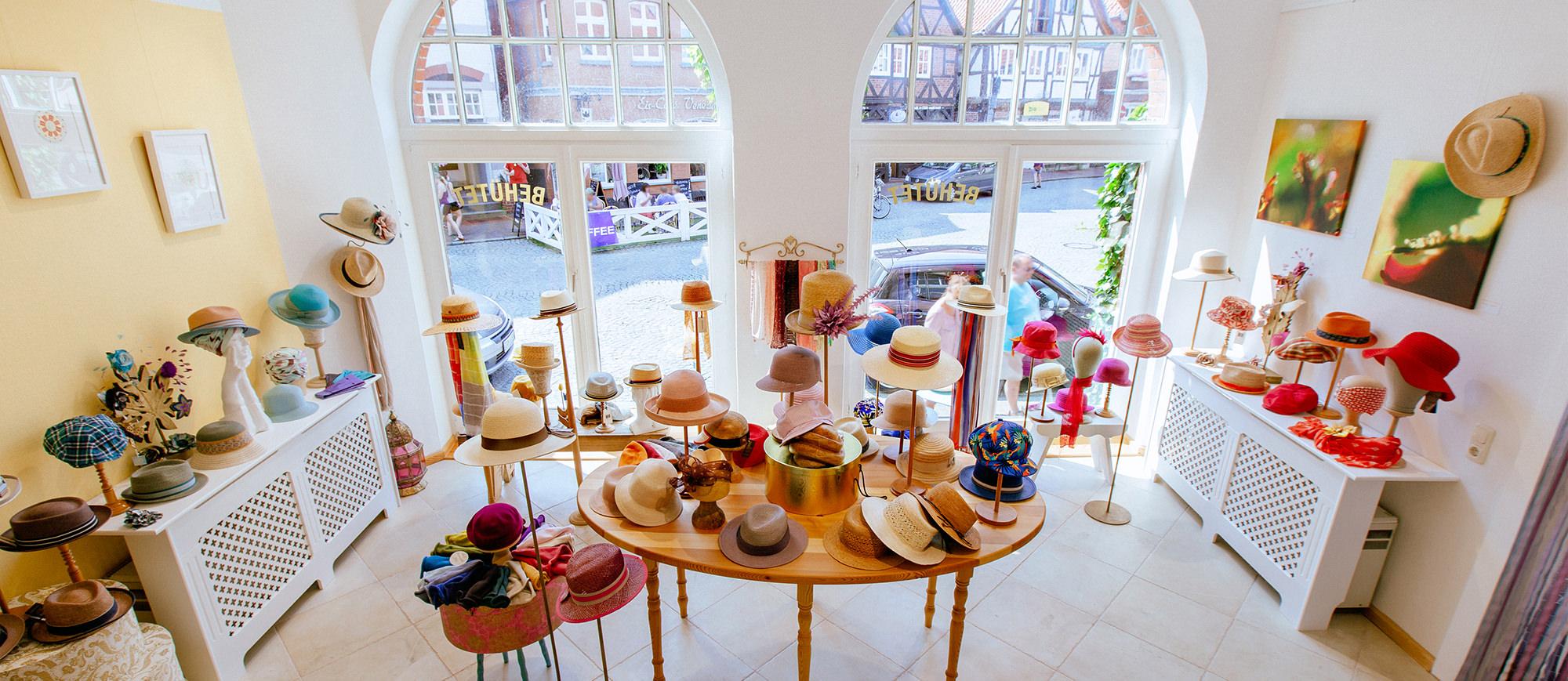 Handgefertigte Hutmodelle und Haarschmuck kaufen im Wendland