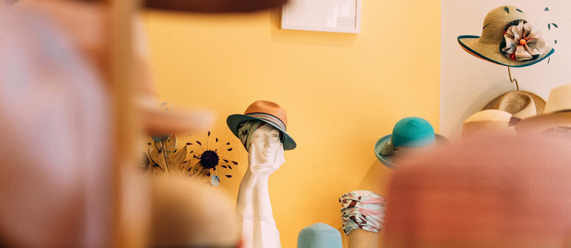 Aufarbeitung, Verleih und Reparatur von Hüten.