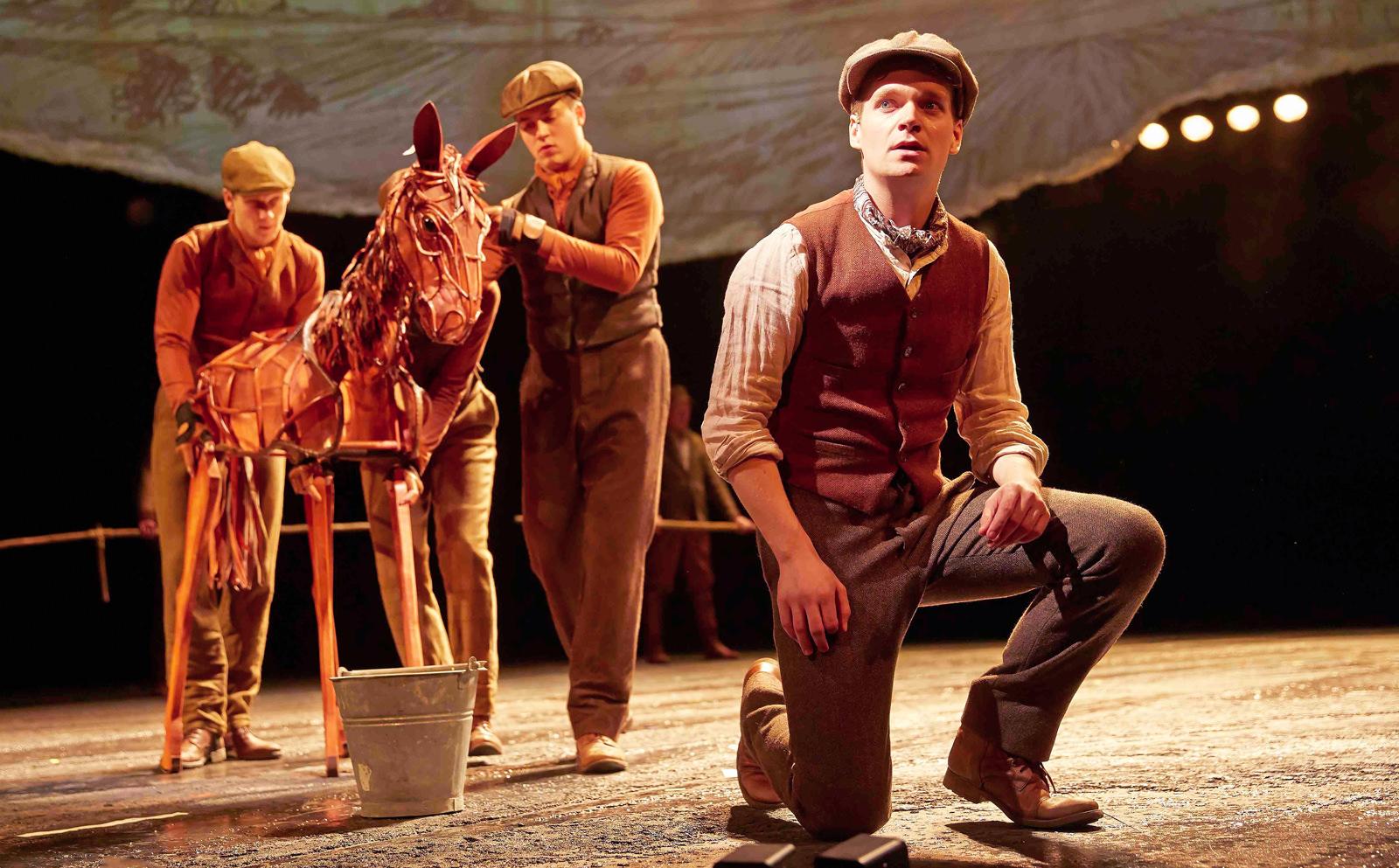 Mützen für Stage Theater von Birke Breckwoldt