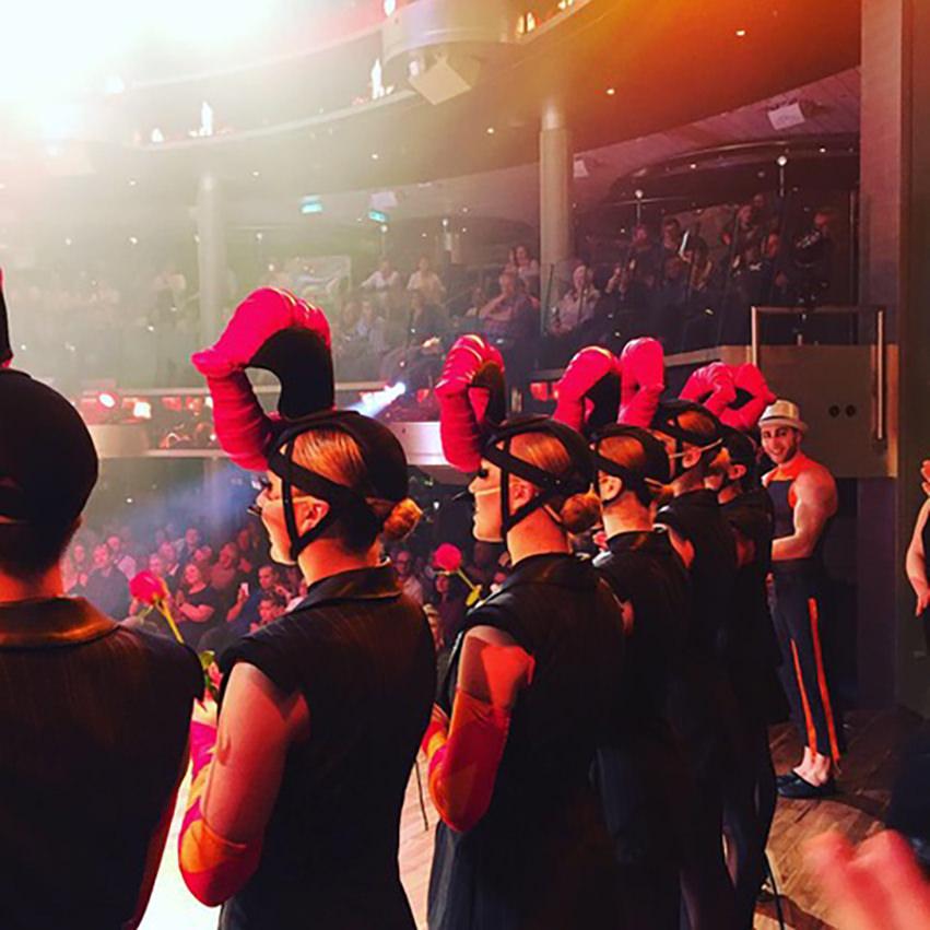 Handgefertigte Kopfbedeckungen für die Bühne für Show AIDA Cruises zeigt: Show me!Yello!