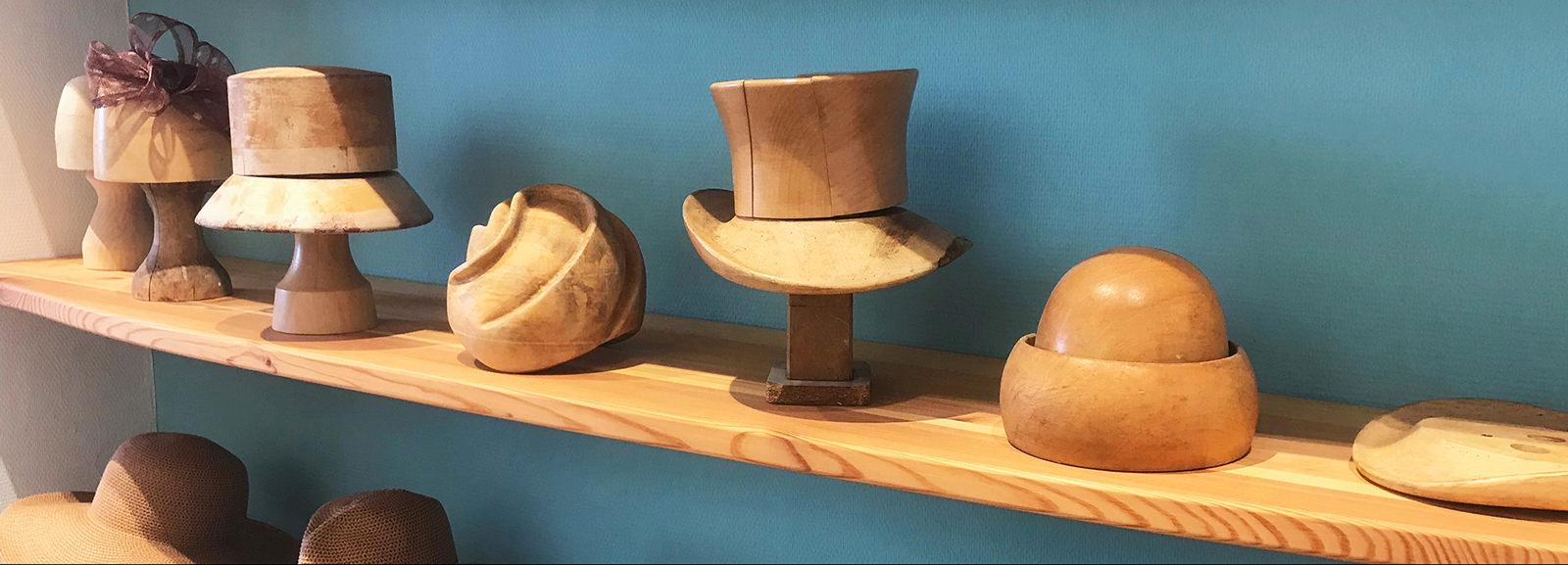Hutformen im Regal